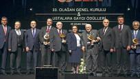 Türkiye ticarette dünyadan çok büyüyor