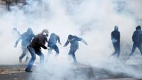 Fransa'da göz yaşartıcı gaz bombası yasaklandı
