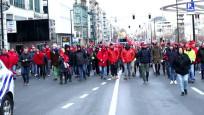 Brüksel'de binlerce kişi sosyal haklar için sokağa döküldü