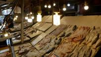 Balık tezgahında renkli ışık hilesi