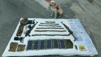 Hakkari'de operasyon: Silah ve mühimmat ele geçirildi