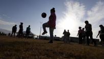12 yaşından küçük çocukların topa kafa ile vurması yasaklandı