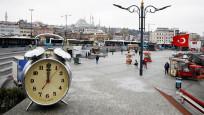 Karantinada olan birçok yerin saat tam 12'de çekilmiş fotoğrafları