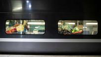 Fransa'da korona virüs hastaları trenle sevk edildi