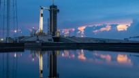 SpaceX'in astronotlu uzay yolculuğu ertelendi
