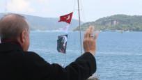 Erdoğan, fetih kutlamaları dolayısıyla Boğaz'dan geçen tekneleri selamladı
