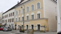 Hitler'in doğduğu ev polis merkezine dönüştürülüyor