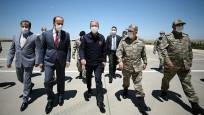 Milli Savunma Bakanı Akar sınır hattındaki birlikleri denetledi