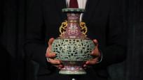 56 dolara alınan antika vazo açık artırmada 9 milyon dolara satıldı