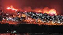 İzmir'de makilik yangını yerleşim alanlarını tehdit ediyor