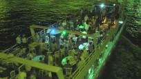 Virüse aldırmadan Haliç'te yat partisi düzenlediler