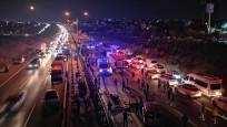 Kocaeli'de yolcu otobüsü devrildi: Ölü ve yaralılar var