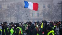 Fransa'da sarı yelekliler yeniden sokakta
