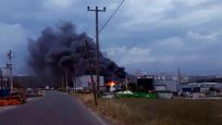 Gebze'de geri dönüşüm tesisi yanıyor