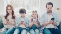 Neden sürekli cep telefonuna bakıyoruz?
