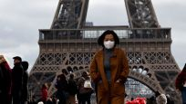 Paris'te maske takmak artık zorunlu