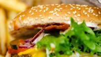 Gençler önceki yıllara göre daha fazla fast-food tüketiyor