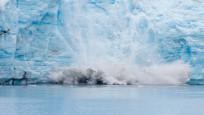 Grönland'de büyük bir buz tabakası koptu