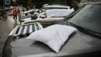İstanbul'da lüks araçları doludan yorgan-yastıkla korudular