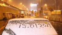 Lapa lapa yağıyor! İstanbul beyaza büründü