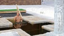 Putin, Epifani bayramı dolayısıyla buzlu suya girdi