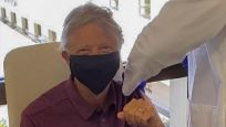Bill Gates korona aşısı oldu