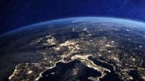 İlk uzay filmi için UUİ'ye giden ekip Dünya'ya döndü