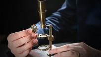 Darwin'in mikroskobu açık artırmada!