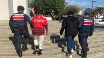 Turistlerin çantasını çalan iki şüpheli yakalandı
