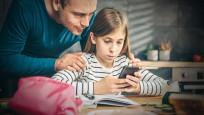 Çocuklar ailelerinden sosyal medya izni alacak!