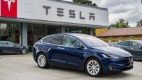 Tesla'nın piyasa değeri ilk kez 1 trilyon doları aştı