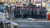 Myanmar'da protestoculara karşı gerçek mermi kullandı