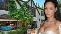 Rihanna, yavaş yavaş mahalleyi satın alıyor