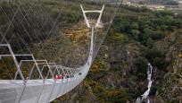 Yayalara özel en uzun asma köprü açıldı
