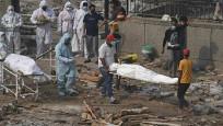 Ganj Nehri'nde Kovid-19'dan ölenlerin cansız bedenleri kıyıya vurdu