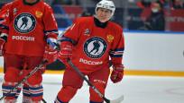 Putin, Buz Hokeyi Gece Ligi'nin gala maçında sahaya çıktı