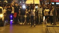Beşiktaş taraftarları kısıtlamaya rağmen şampiyonluğu sokakta kutladı