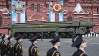 Rus füze sistemleri Kızıl Meydan'dan geçti