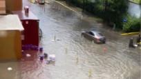 İstanbul'da şiddetli yağmur: Yenibosna'da yolları su bastı
