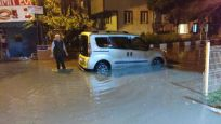 Bursa'da sağanak etkili oldu, cadde ve sokaklar su altında kaldı