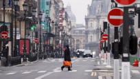 Fransa'da açık alanlarda maske zorunluluğu kaldırılıyor