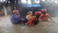 Günlerce süren muson yağmurları nedeniyle  binlerce kişi tahliye edildi