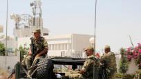 Tunus'ta askerler meclisi kapattı!