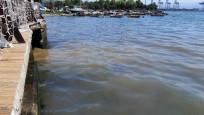 Atık su borusu patladı, İzmit Körfezi'nde kirlilik oluştu
