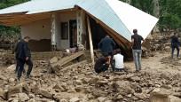 Van'da sel felaketi: 5 ev yıkıldı