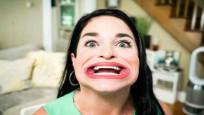 'Dünyanın en büyük ağızlı kadını' ününe ün katıyor