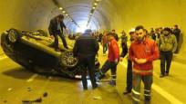 Tünelde kaza trafiği kilitledi