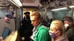 Navalnıy'ın gözaltına alınmasına dünyanın her yerinden tepki yağıyor