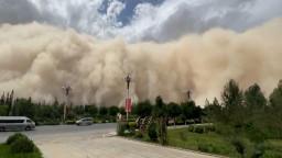 Kum fırtınası, turizm merkezi şehri yuttu