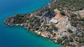 İngiliz turistin Antalya'daki kaçak villası yıkılıyor